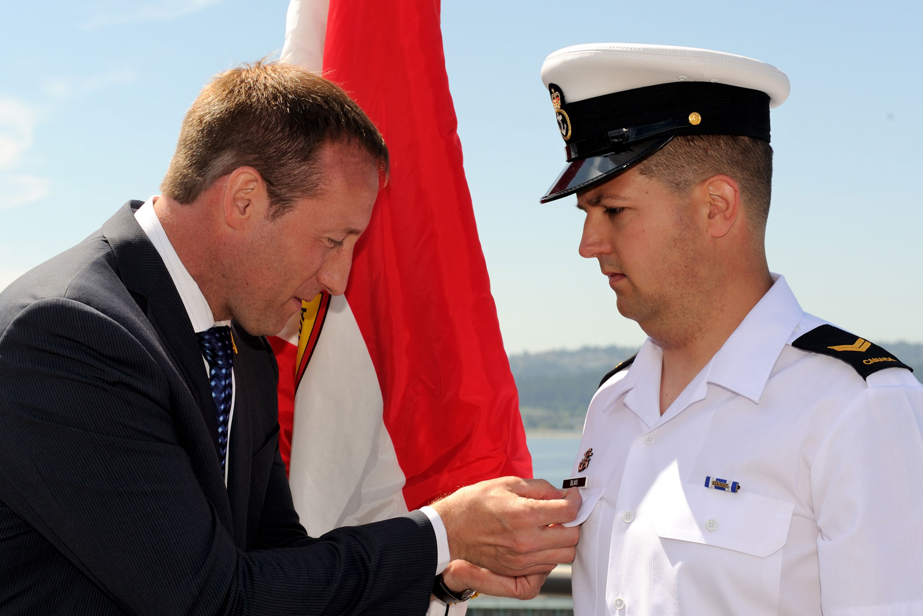 Minister MacKay introduces War of 1812 pins - Pacific Navy